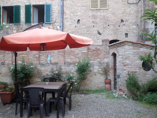 House with garden in the citycenter - Siena - Ev