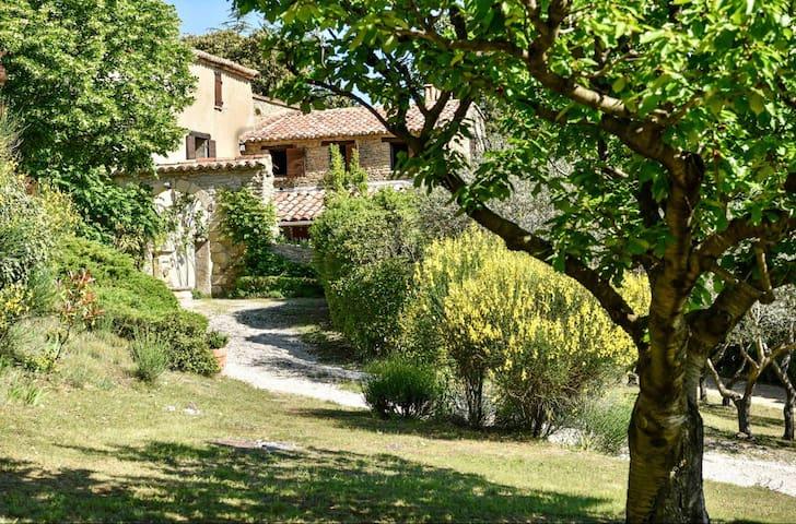 Chambre privée et petit déjeuner en Provence