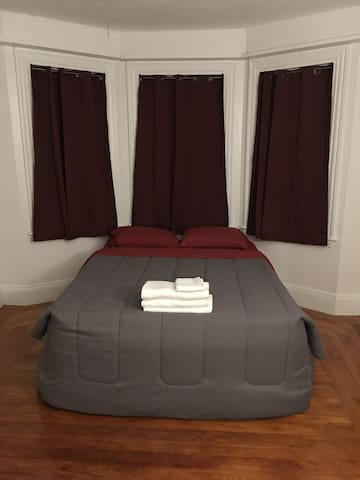 Cozy Crimson Room (Bedroom)  Long Term Stays Only