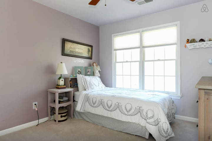 Charming Quantico Room - home feel - Woodbridge - Hus