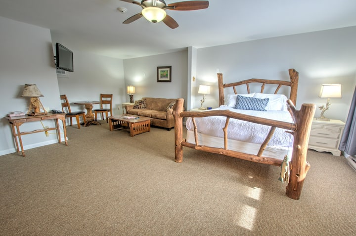 East Shore Lodging - Boutique Motel - Queen Room - Comforts of home and the luxuries of travel - Queen Guest Room w/Private Bath, Boat Rentals available.