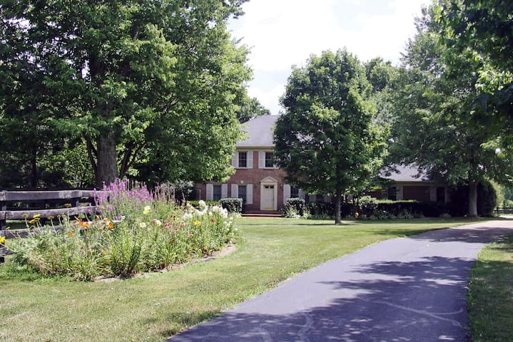 Charming Country Home close to the KY Horse Park - Georgetown - House