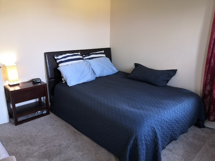 Quiet, cozy, private bed and bath in Cypress, 290W
