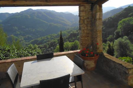 Spacious property in superb setting - Borgo a Mozzano