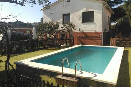 Casa con Barbacoa y Piscina - Can Falguera - บ้าน