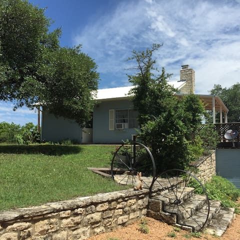 Guest House Near Fredericksburg, TX - Johnson City - House