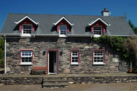 Lauragh old stone cottage - Lauragh - House
