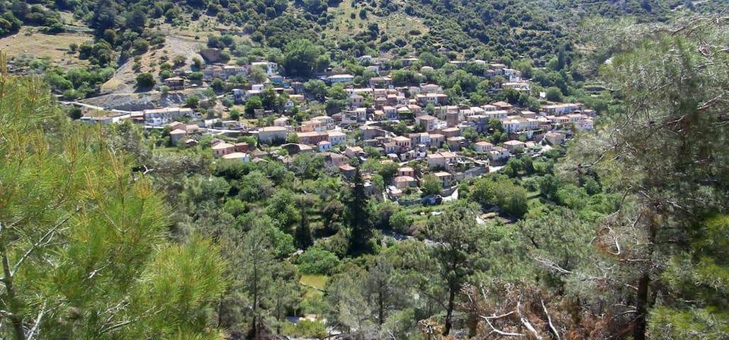 Mezoneta in  trandisional village - Asomatos - Talo