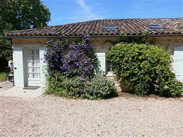 Les Vignes 2 bedrooms for 3 people + cot