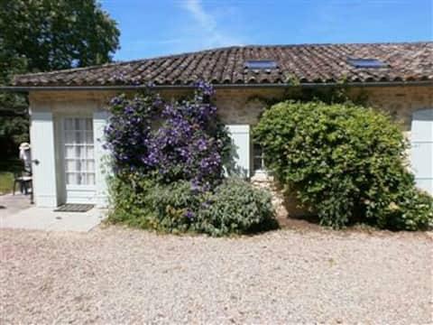 Les Vignes 2 bedrooms for 3 people + cot