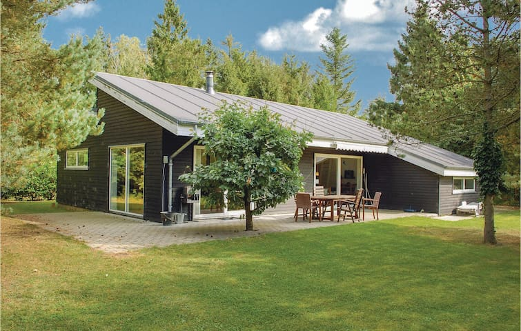 Holiday cottage with 2 bedrooms on 150m² in Rønde
