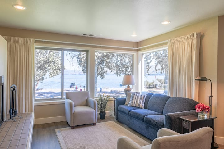 Waterfront Condo in Lake Chelan