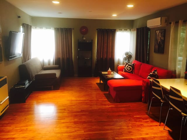 Charming Poolside Guest House - Burbank - Apartment