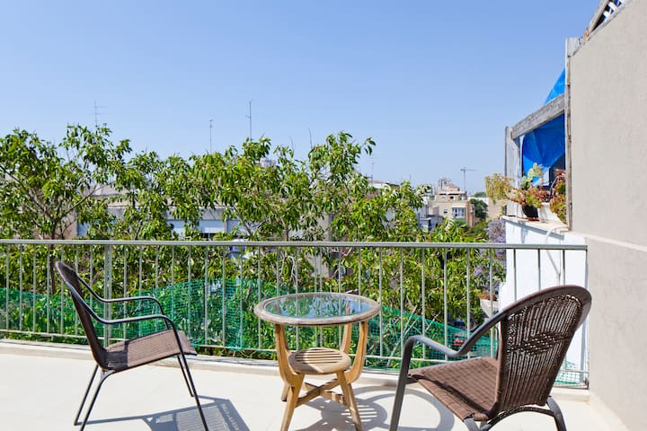 Amazing Central Tel-aviv with Patio