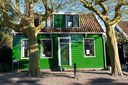 Traditional wooden Dutch house - Zaandam