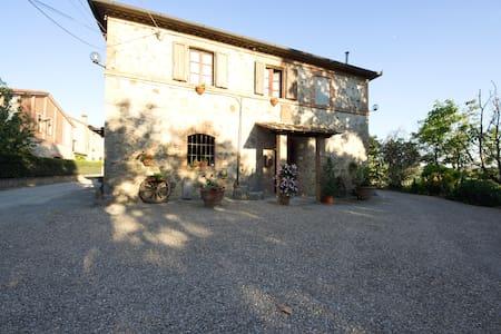 Santa Chiara b&b Monteriggioni - モンテリッジョーニ