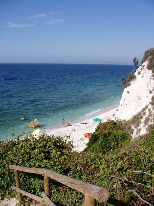La spiaggia di Sottobomba a 150 metri ( 3 minuti a piedi da casa)