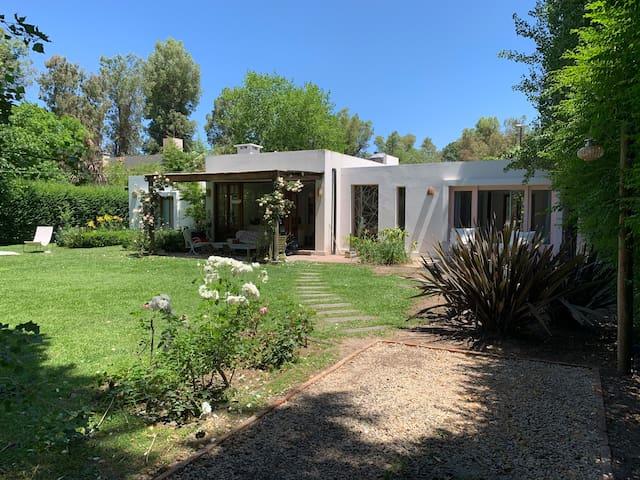 Casa en Barrio C.U.B.A, Villa de Mayo - con pileta