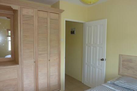 Spacious 2Bedroom 1Bath Apartment - Lance aux Epines