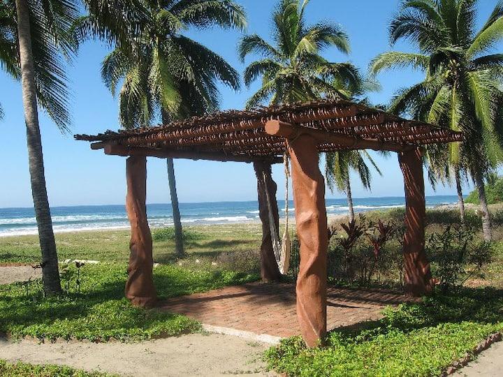 Casa Rosalinda #1- Beachfront villa near Troncones