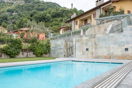 Lake view apt,privat garden, pool BBQ MyTremezzina