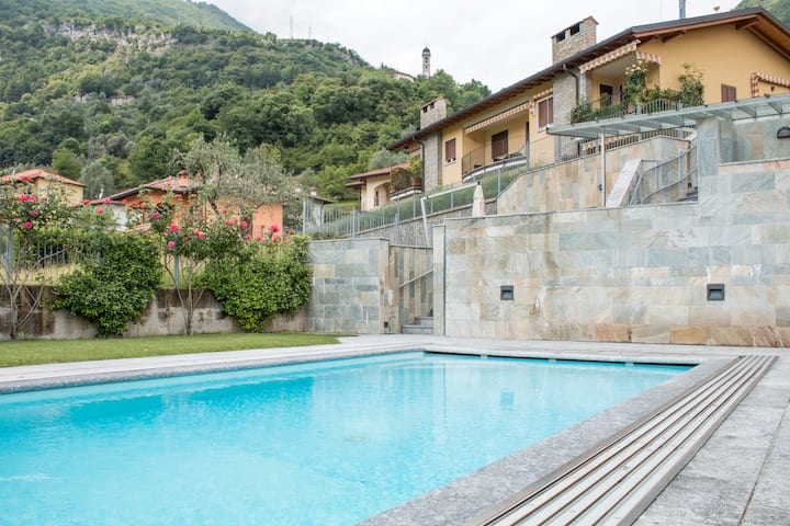 Lac apartment très jolie, jardin florueux, piscine