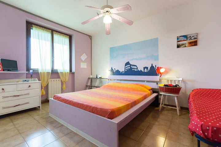 Triple room (1 single and 1 double  - ZIBIDO SAN GIACOMO - Huis