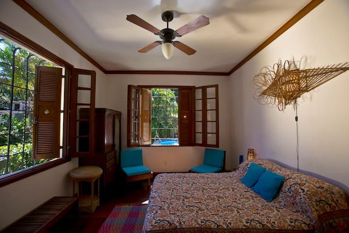 Santa Teresa Mansion Orange Room