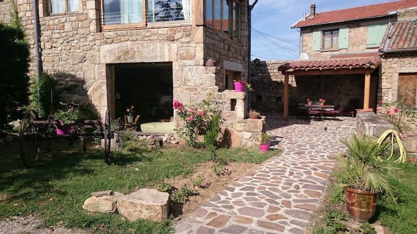 The Hoeb Holiday Cottage, French countryside - Colombier-le-Vieux - Apartamento