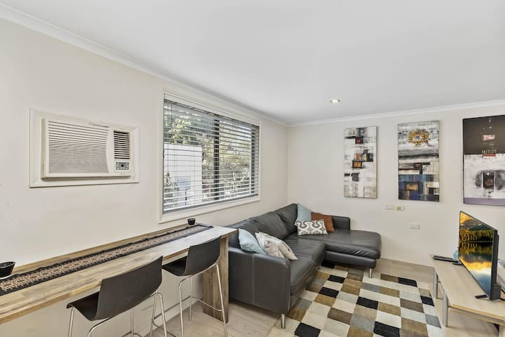 Cosy Studio Apartment Seconds From Manly Beach