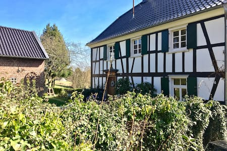Timberwoods room in idyllic countryside cottage - Nümbrecht - Hus