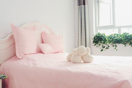 位于城区,干净宽敞,天然乳胶床垫,设计师自住