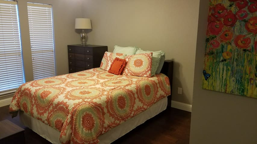 Private bed & bath in North Dallas/Richardson