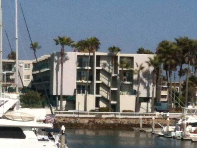 Spectacular Views, Right next to Marina.
