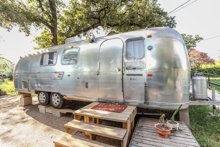 5★ Restored Vintage Airstream- a hip retreat!