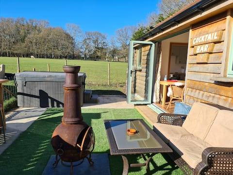 Countryside location with hot tub and sauna