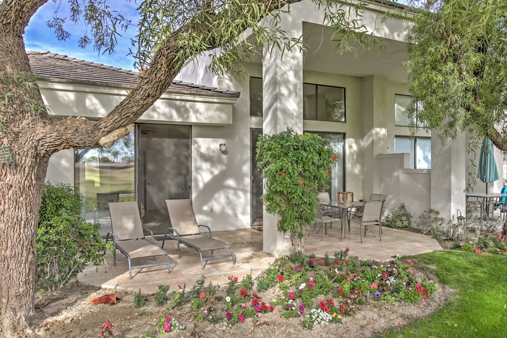 Have the ultimate California getaway by escaping to this gorgeous 2-bedroom, 1.5-bathroom La Quinta vacation rental house that comfortably sleeps 4!