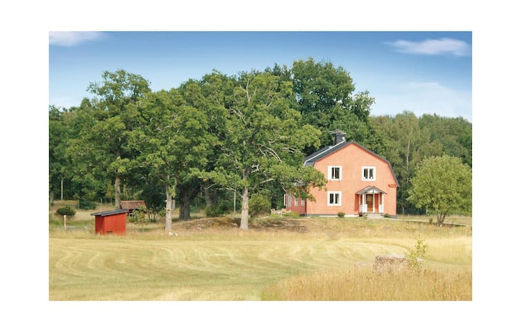 Holiday cottage with 5 bedrooms on 200 m² in Stallarholmen
