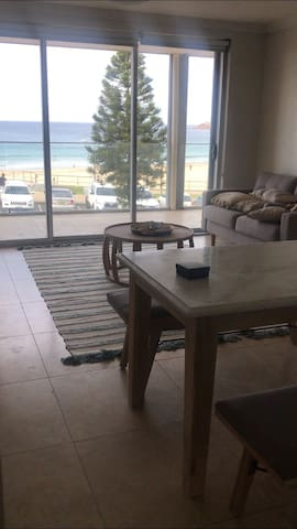 Beachfront apartment single room for rent
