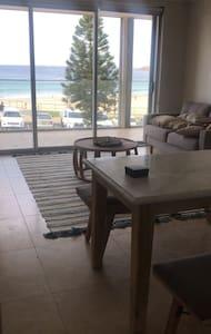 Beachfront apartment single room for rent