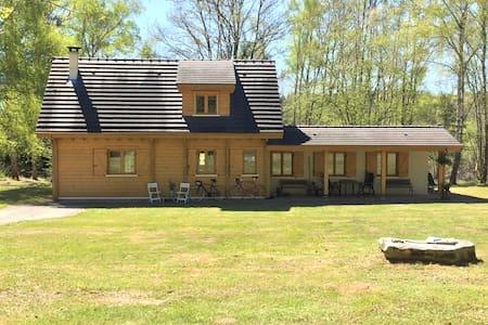 Maison du Lac :Jolie maison au calme proche du lac