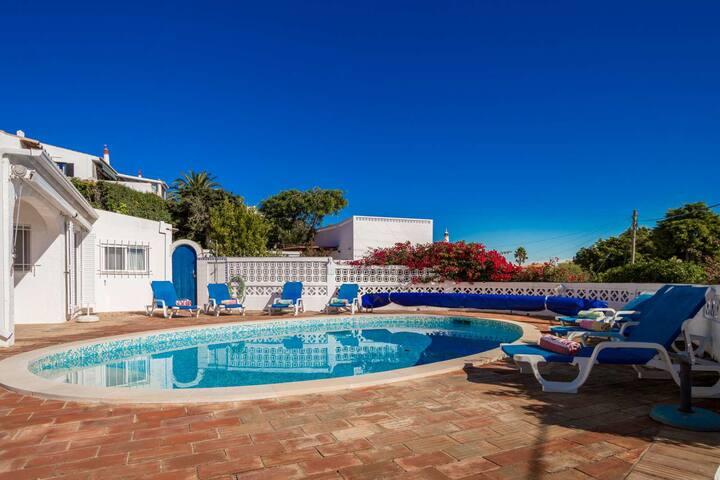 4 Bedroom Villa with Spectacular Sea View