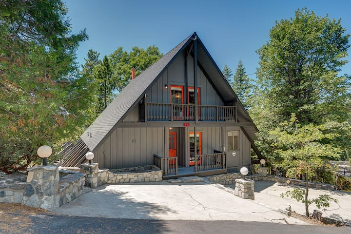 Modern A-Frame 3BR/3BA with 180 Degree Lake View