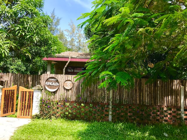 Private Green Garden Bungalow 3 minutes to Beach