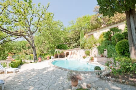 Charming private house on luxurious large estate - Pégomas - Casa