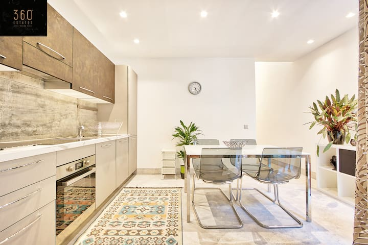 Beautiful 1Br duplex house in the heart of Sliema!