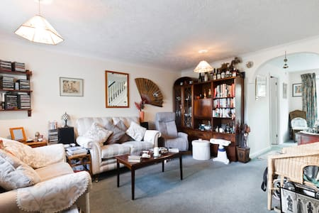 Cosy oasis with great connections to London! - Ruislip - Hús