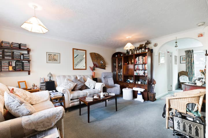 Cosy oasis with great connections to London!