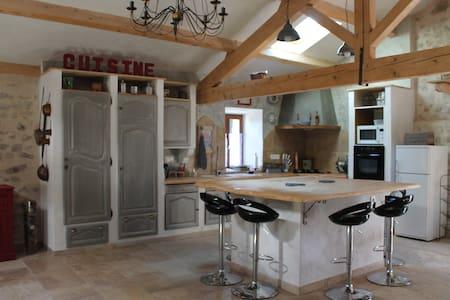 Limite Ardèche, ferme jusqu'à 9 pers. Haute-Loire - Saint-Bonnet-le-Froid - 一軒家