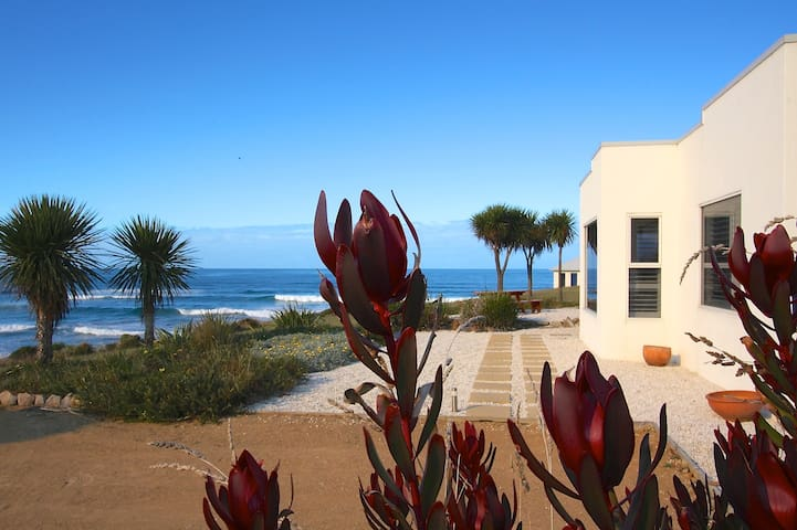 Romantic Villa midway Bay of Fires & Wineglass Bay